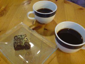 2 kaffe + 1 minikake = 73 kr.